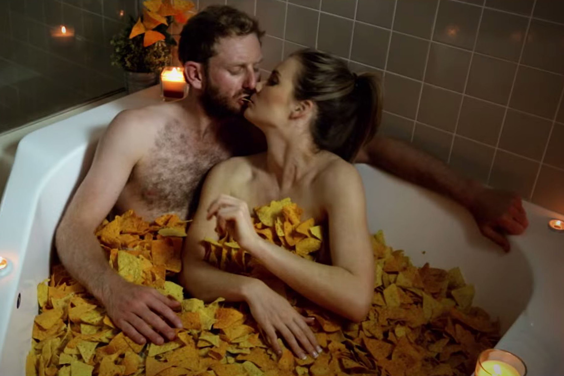 Screenshot Screenshot aus A Cheesy Love Story - The Ad Doritos Don't Want You to See © Sumofus