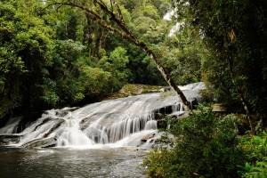 Wasserfall in São Paulo, Brasilien: Wasserkraft kann eine nachhaltige Technologie sein, doch die Kraftwerke müssen umweltverträglich gebaut werden.