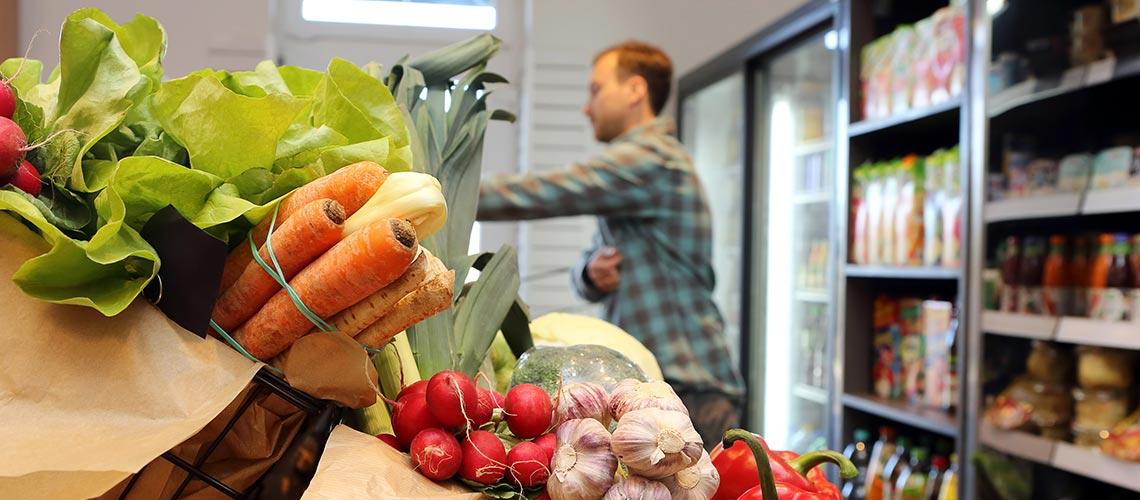 Impression aus der Gemüseabteilung im Supermarkt: Frankreichs neues Supermarkt-Gesetz und warum wir nicht Hurra schreien.