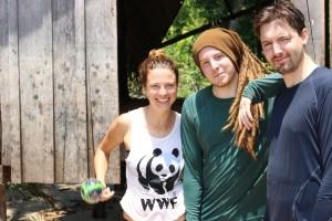 Melanie Gömmel mit den beiden Youtubern Simon Unge und DeChangeman im Amazonas