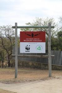 Schild des SAWC (Southern African Wildlife College)