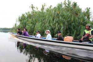 Mit dem Kanu durch Borneo © WWF / Yougha von Laer