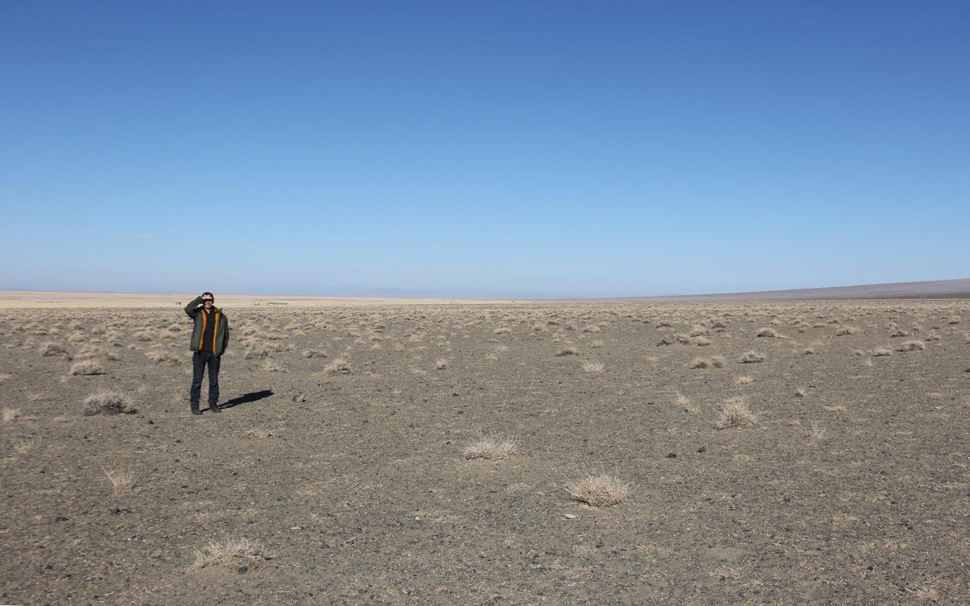 Markus in der Steppe © Oliver-Samson-WWF