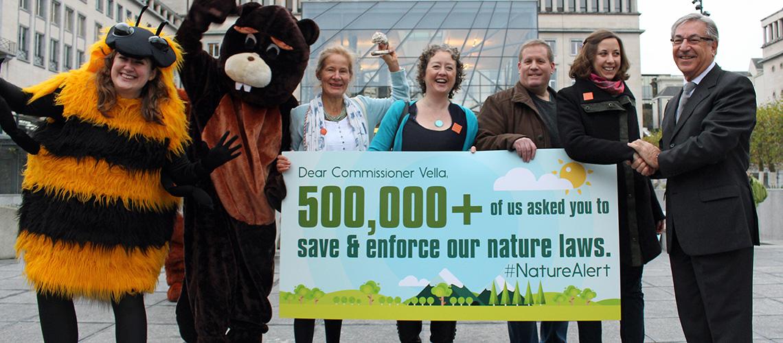 Wir haben eure 520.000 #NatureAlert-Stimmen an EU-Umweltminister Vella übergeben