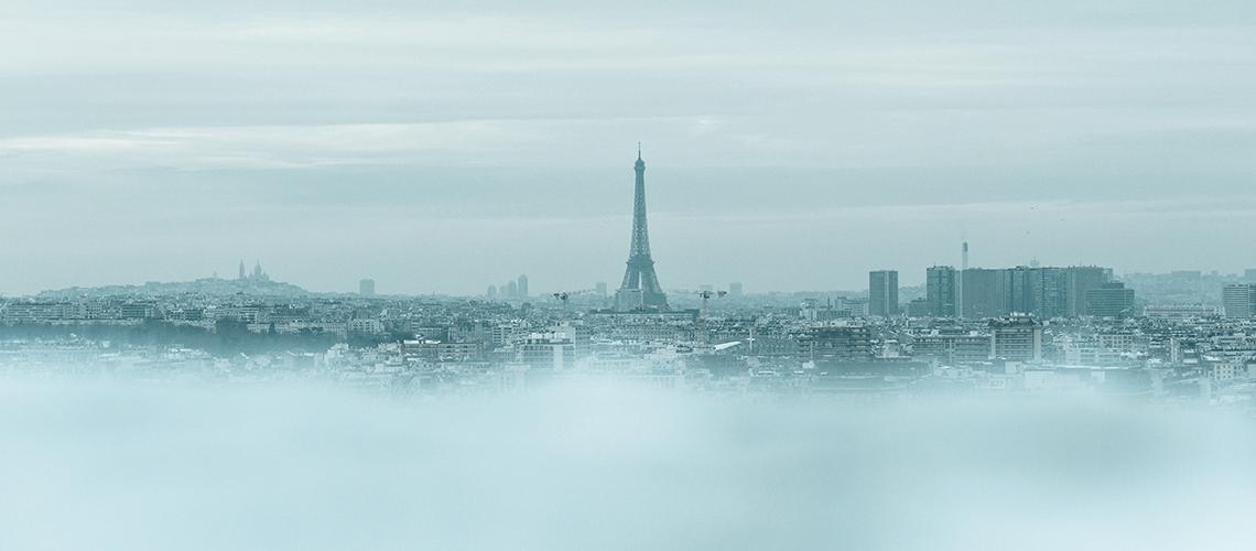 Panorama von Paris in Eis und Nebel