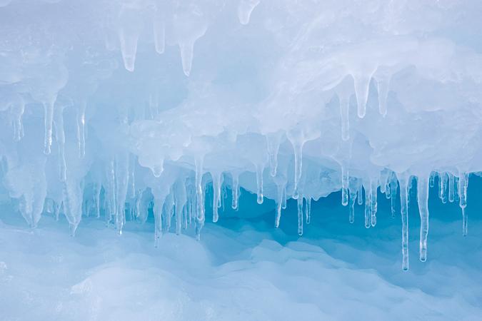 Detail eines schmelzenden Eisbergs © Kerstin Langenberger