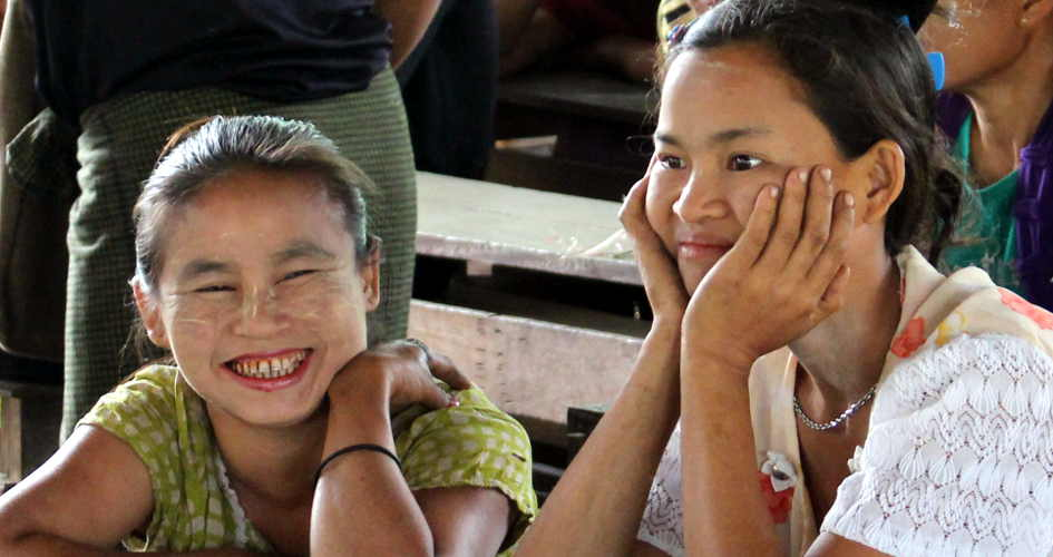 Wald Schutz: Schüler der Dorfschule in Myanmar sind gespannt, was der WWF zur Zukunft ihres Waldes vorzuschlagen hat