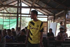 Für den Wald: Bürgermister Diu spricht mit den WWF Mitarbeitern