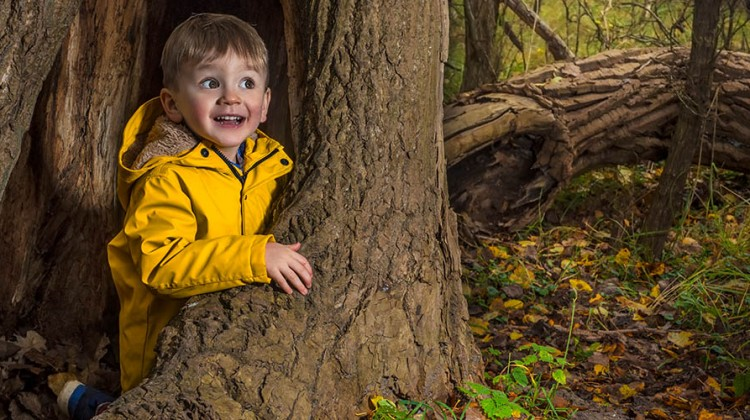 Junge im Wald © iStock / Getty images