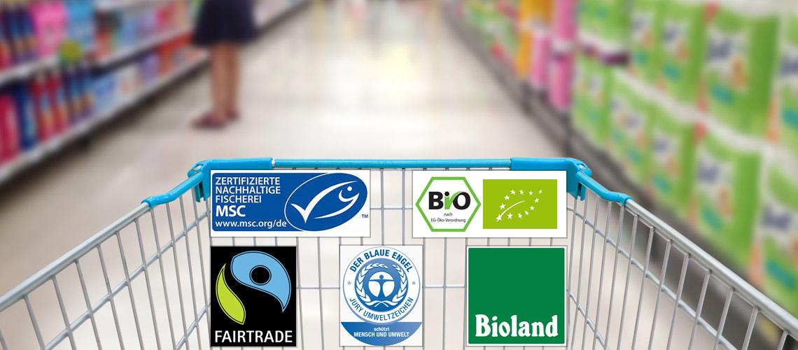 Viele Menschen verlieren vor lauter Labeln auf Produkten beim Einkauf den Überblick.