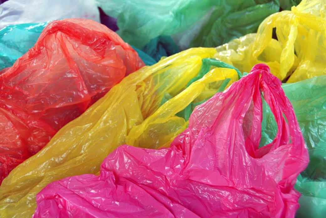 Plastiktüten werden oft zu Plastikmüll, der dann oft im Meer landet