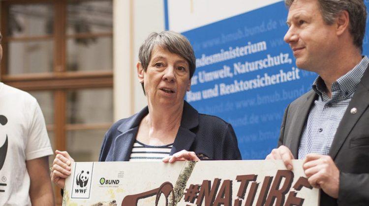Erfolg: Barbara Hendricks setzt sich weiterhin für Europas Naturschutz-Gesetze ein! © David Biene / WWF
