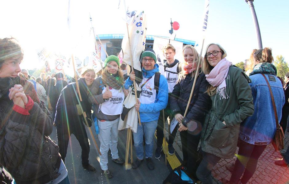WWF-Jugend demonstriert gegen TTip/Ceta im Oktober 2016 in Berlin: Umweltschutz ist kein Handelshemmnis