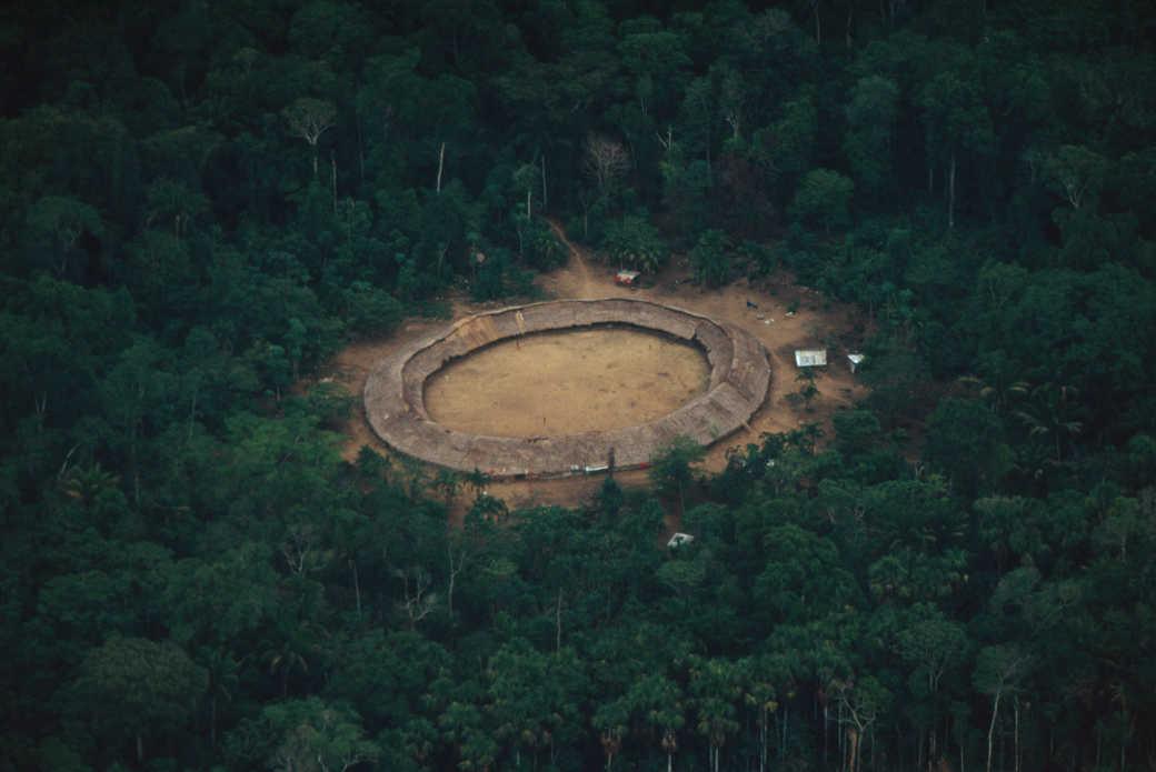 Indigene: Luftaufnahme eines runden Dorfes in der Roraima Provinz in Brasilien