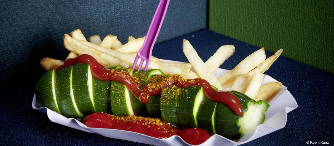 Vegetarisch? Vegan? Consumer confusion adé - vegetarische Currywurst braucht bald einen neuen Namen. © Robin Kranz