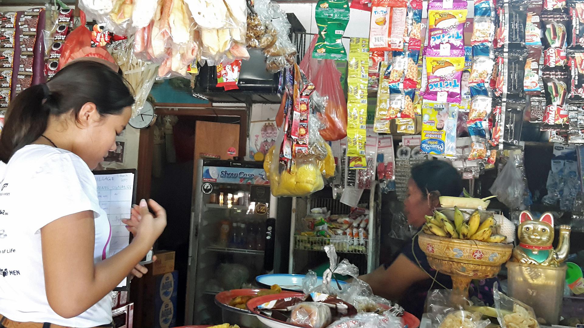 BBPB: Bye Bye Plasticbags heißt die Initiative von Isabel und Melati Wijsen. Die beiden Schwestern haben schon einiges erreicht, um Plastiktüten endgültig von ihrer Heimatinsel Bali zu befreien und so auch den Plastikmüll im Meer zu reduzieren. Hier verteilen sie alternative Taschen in ihrem Pilot-Dorf Pererenan.