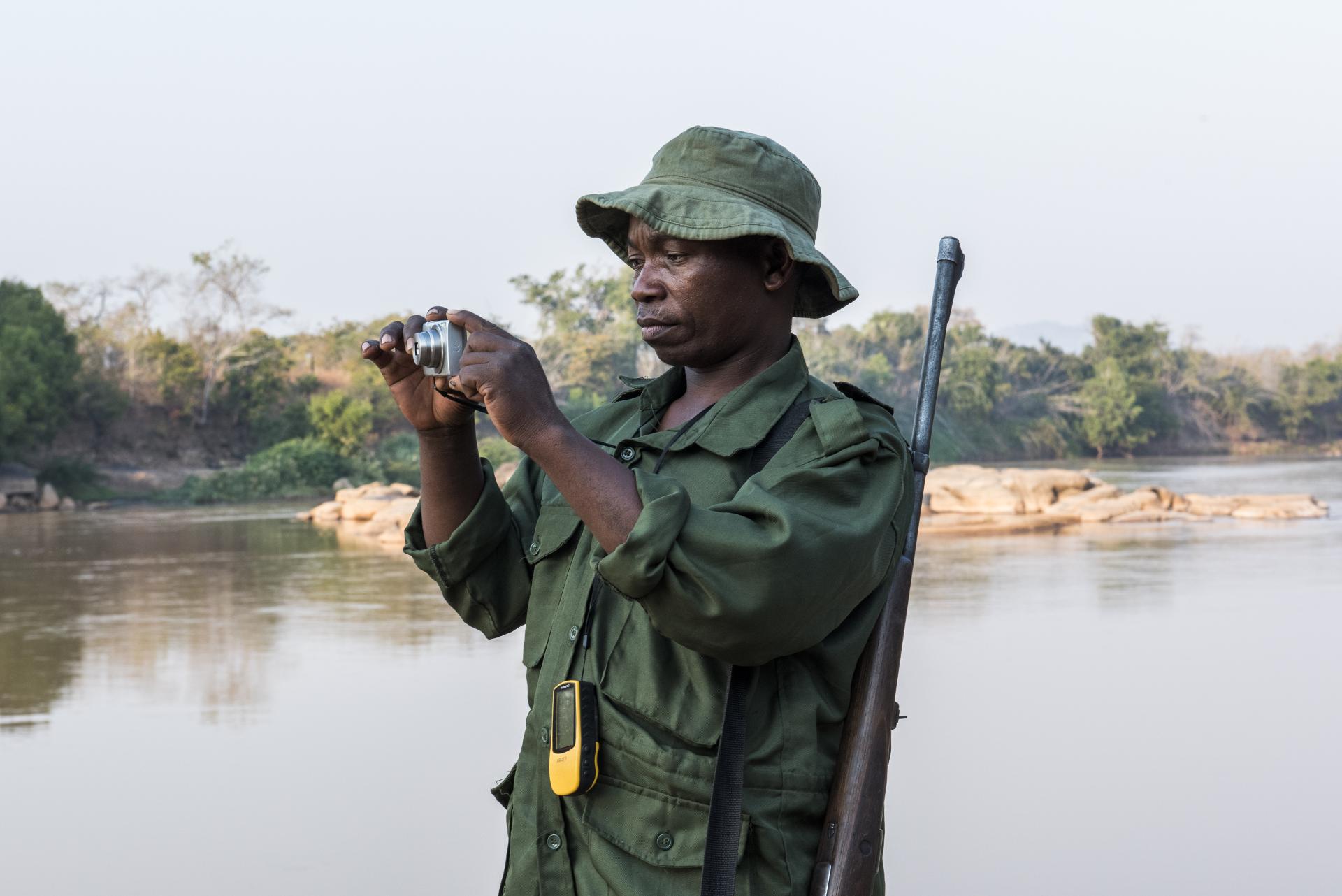 """Um das Ziel """"Null Wilderei"""" zu erreichen, sollen unter anderem die Ranger mit besserer technik ausgerüstet werden. © Astrid Dill / WWF"""