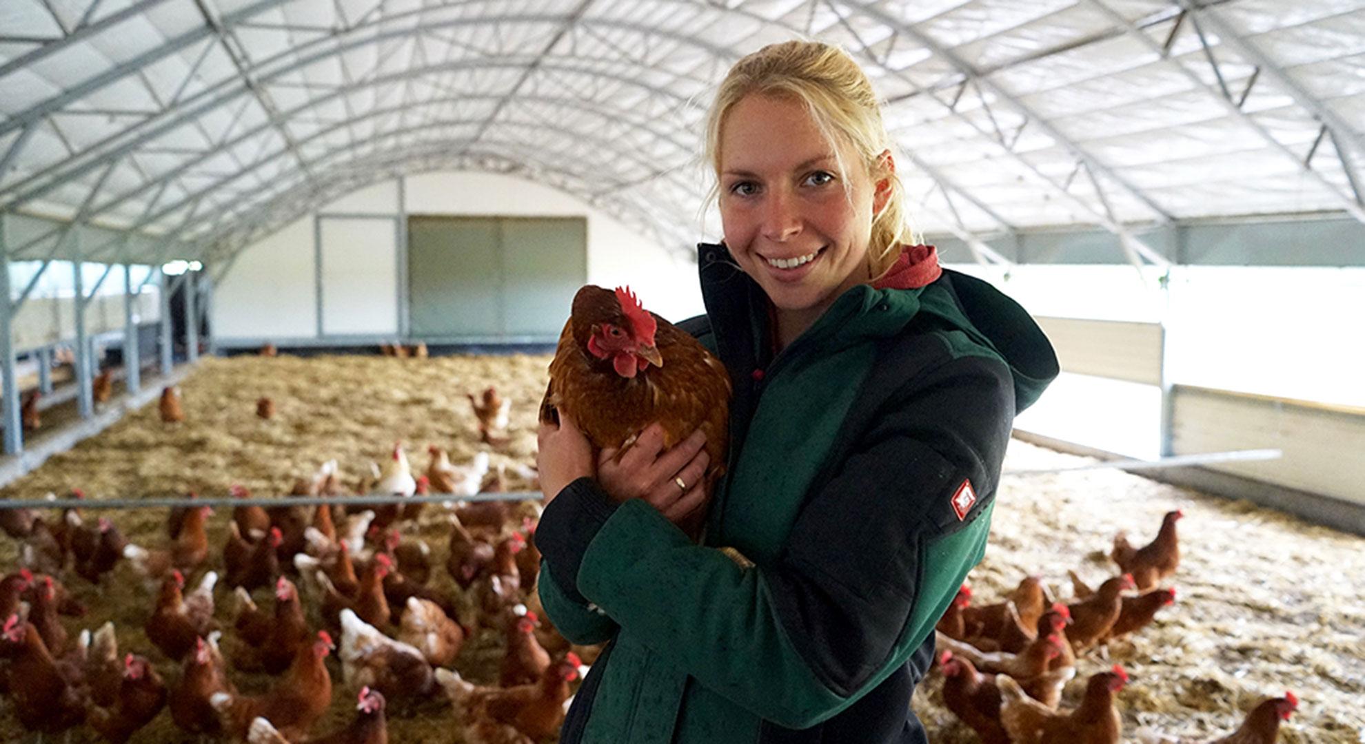 """Anna von """"Hufe 8"""" - vom sicheren Lehrerjob zur Demeterlandwirtin. © Lea Brumsack / WWF"""