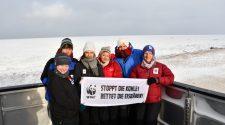 Unsere Arktis-Reise-Crew nimmt Abschied von den Eisbären. © J. P. McCarthy