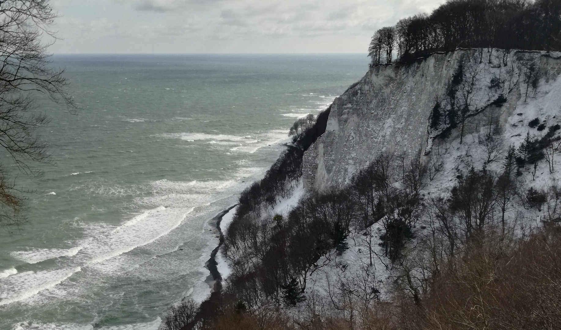 Einsatzort für Naturschutz-Trainee: Verschneite Steilküste auf Rügen