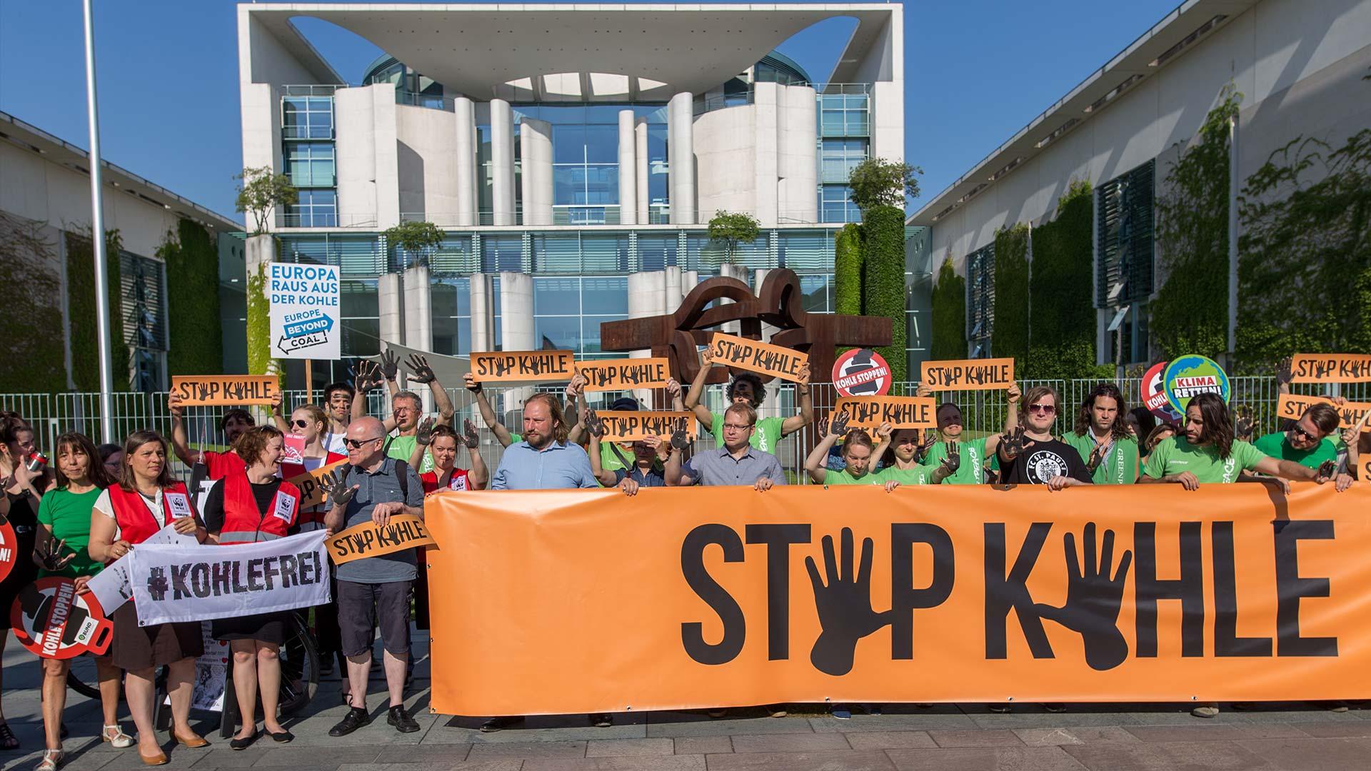 Kohlekommission: Demonstration Dtop Kohle vor dem Kanzleramt in Berlin