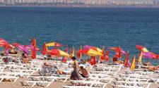 Plastikmüll am Mittelmeer Strand bei Antalya