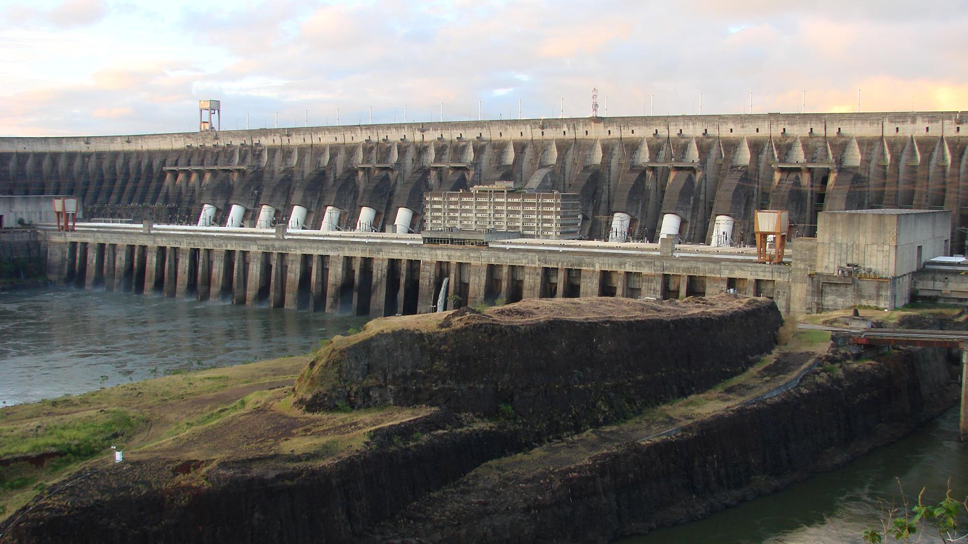 Staudamm im Amazonas - so könnte ein Staudamm in Selous auch aussehen.