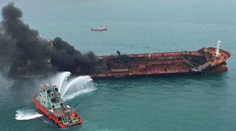 Der Tanker Aulac Fortune hat Feuer gefangen. © picture alliance / AP Photo