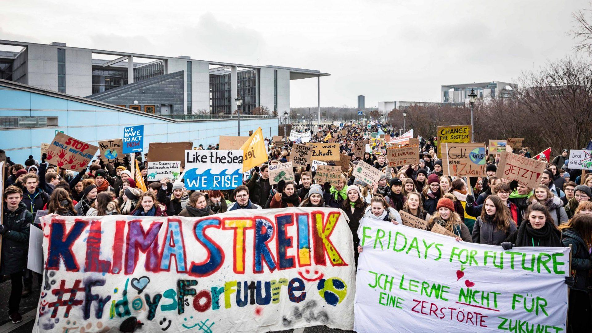Trotz frostiger Temperaturen war die Stimmung beim Schulstreik bestens. © Jörg Farys / WWF