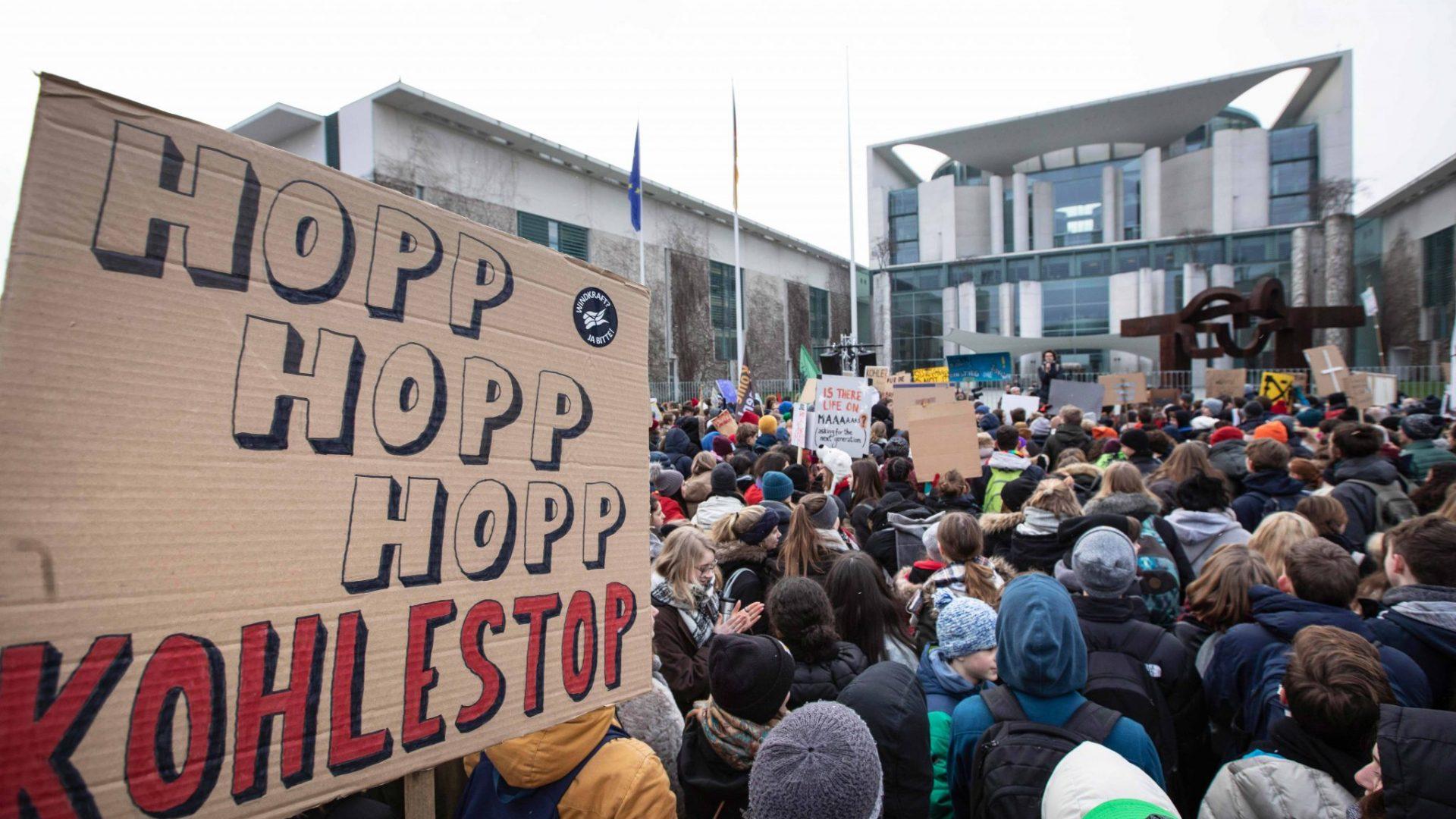 Vor dem Kanzleramt haben wir unsere Position zum Kohleausstieg deutlich gemacht. © Jörg Farys / WWF