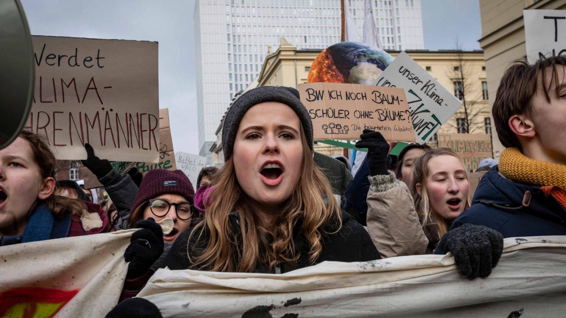 Wir sind hier und wir sind laut, weil ihr uns die Zukunft klaut. © Jörg Farys / WWF