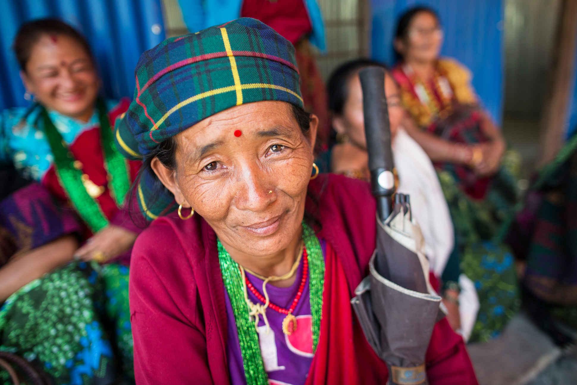 Naturschutz und Menschenrechte gehören zusammen. Frauen in Nepal Gorkha District