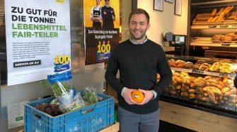 Gegen die Lebensmittelschwendung: Raphael Dirnberger vor seinem Markt