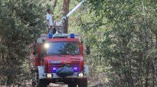 Klimakrise: Feuerwehr bei Waldbrand in der Liebroser Heide im Juni 2019