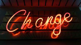 Klimaschutz: Leuchtschrift Change