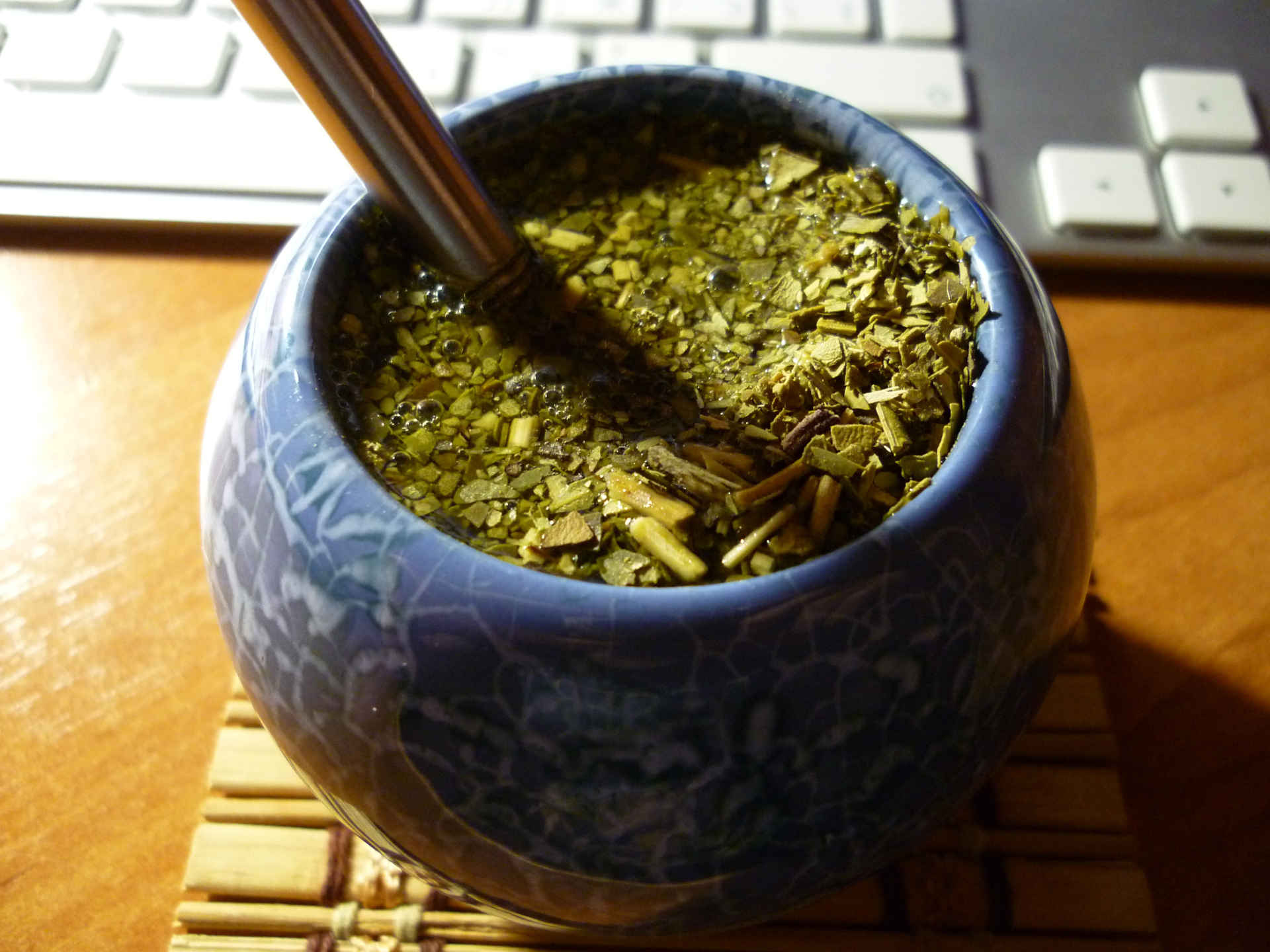 Mate-Tee im typischen Becher