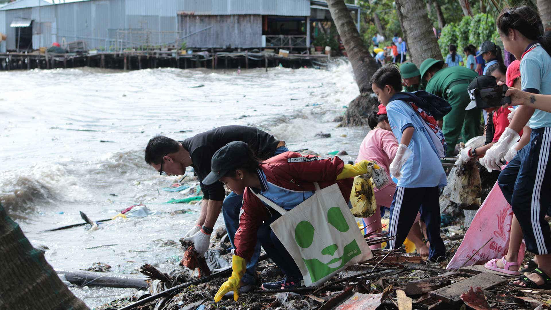 Plastik: Beach-clean-up-in-Phu-Quoc