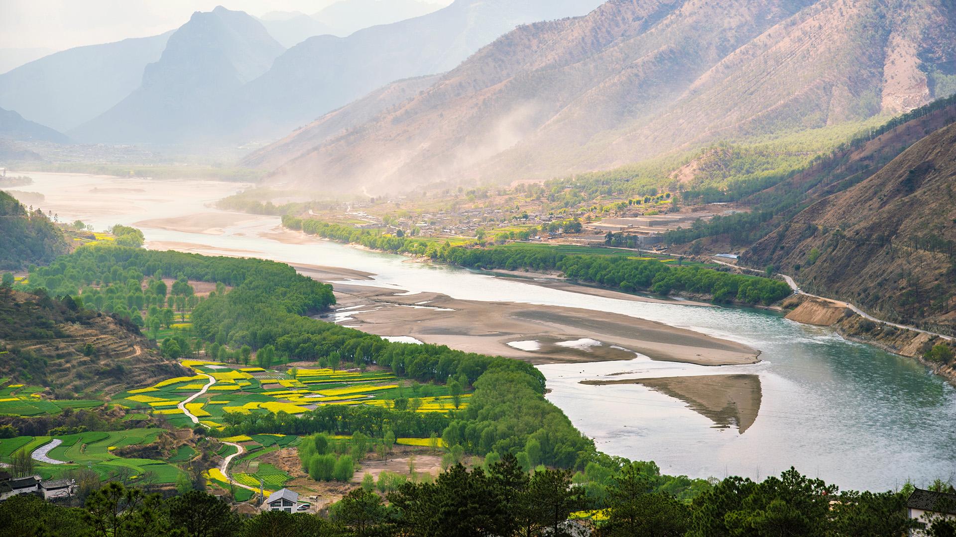 Heimat der Störe: Der Jangtse-Fluss, der größte Fluss Asiens. © martinhosmart / iStock / Getty Images Plus