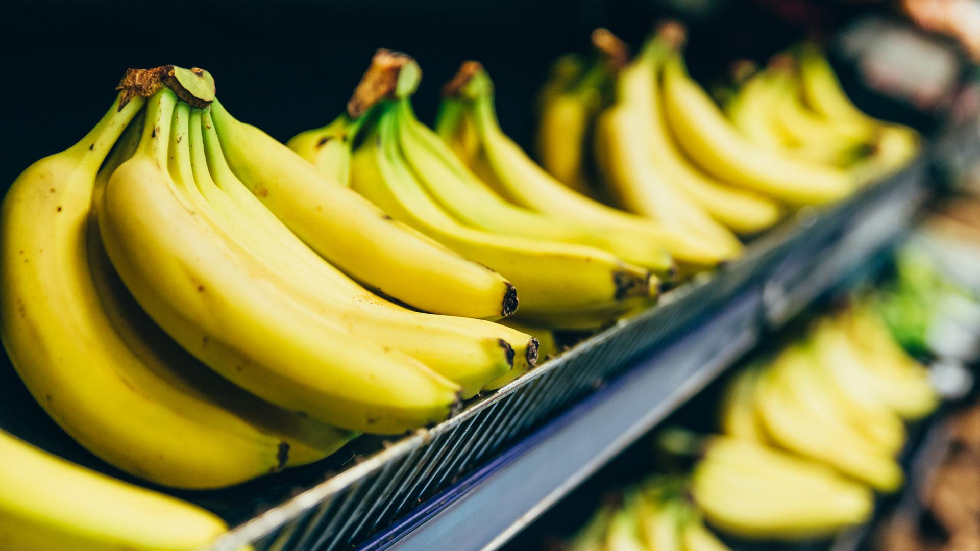 Welche ist ist beste Banane: Konventionell, Bio oder unsere EDEKA-Projekt-Banane? © Vera Petrunina / iStock-Getty Images