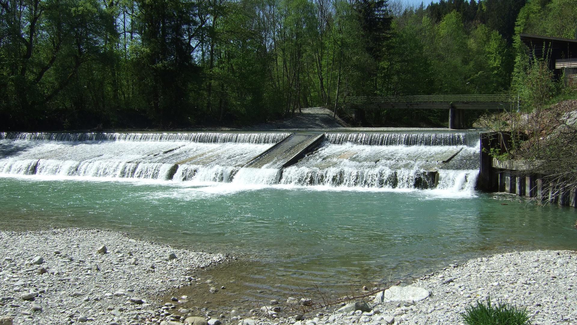 Mehr Wildflüsse: Alle 500 Meter ein Querbauwerk, das wollen wir ändern. Schon in den 1960er Jahren wurde begonnen, die Ammer zu verbauen. © Annette Herr / WWF