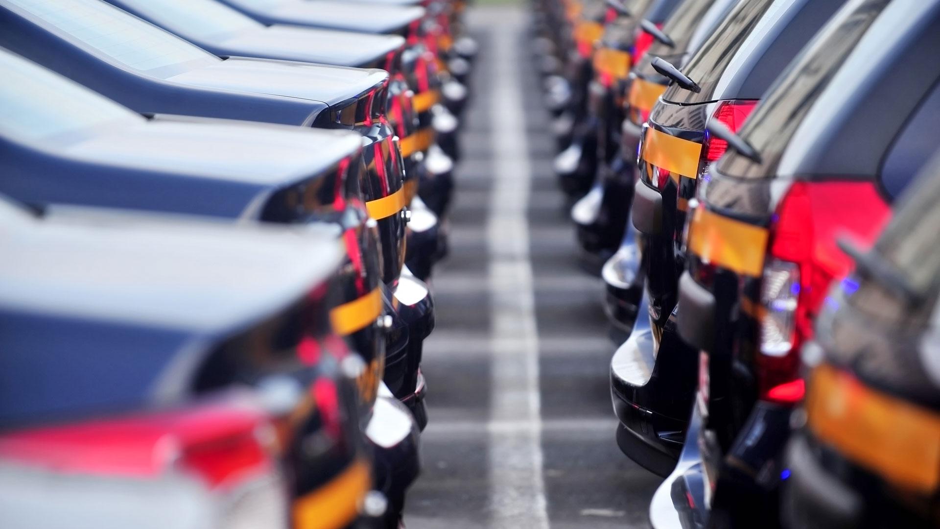 Autoindustrie Corona: Neuwagen Stoßstange an Stoßstange