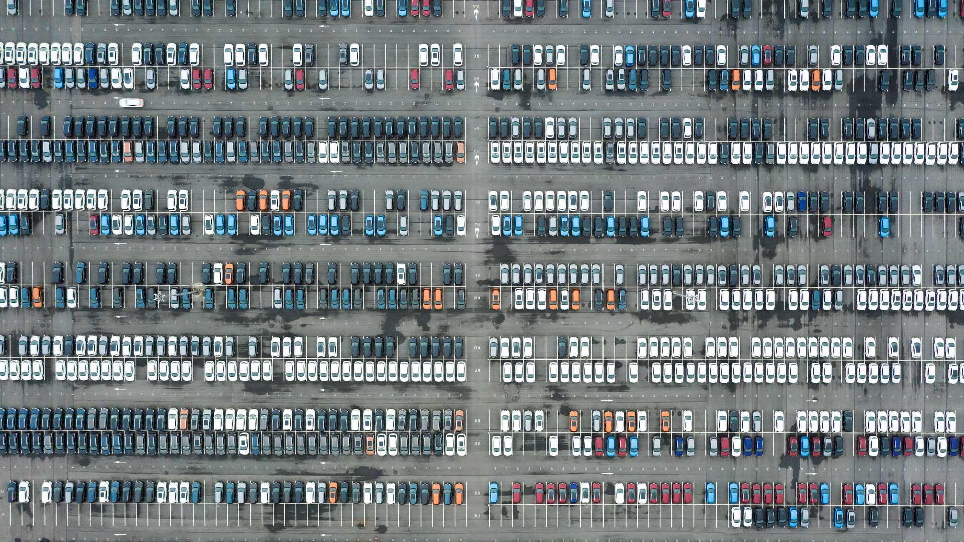 Autoindustrie Corona: Halde von Neuwagen