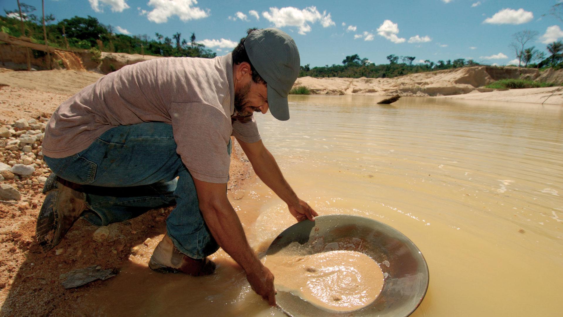 Gold wird noch immer oftmals mit hochgiftigem Quecksilber aus dem Gestein gewaschen. © Zig Koch / WWF