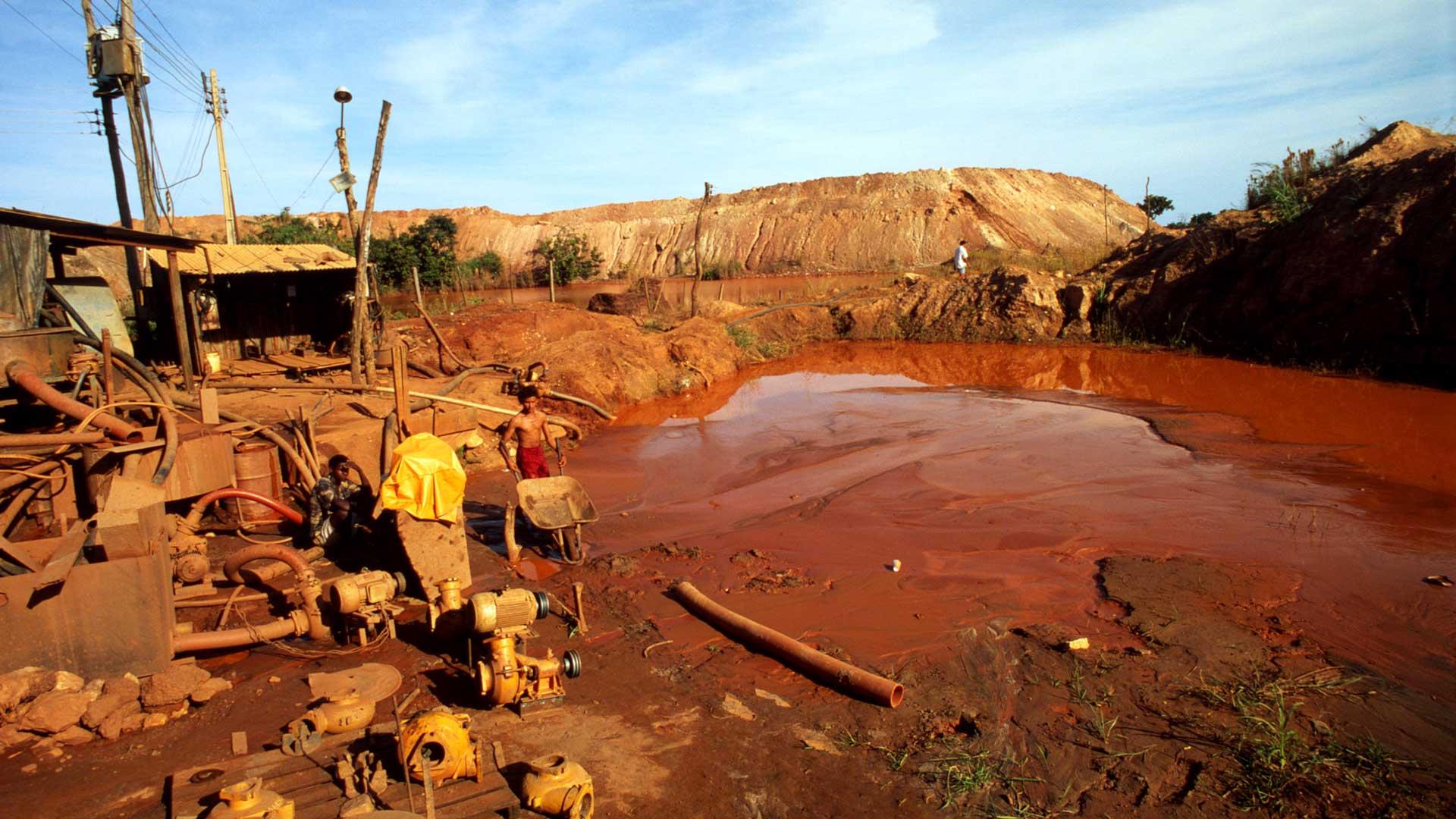 Der Abbau von Gold hat oftmals gravierende Folge für Tiere, Pflanzen und damit auch für Menschen. © Juan Pratginestos / WWF