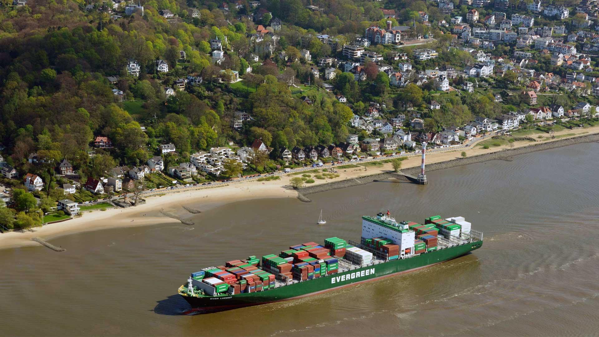 Elbvertiefung: Containerschiff auf der Elbe