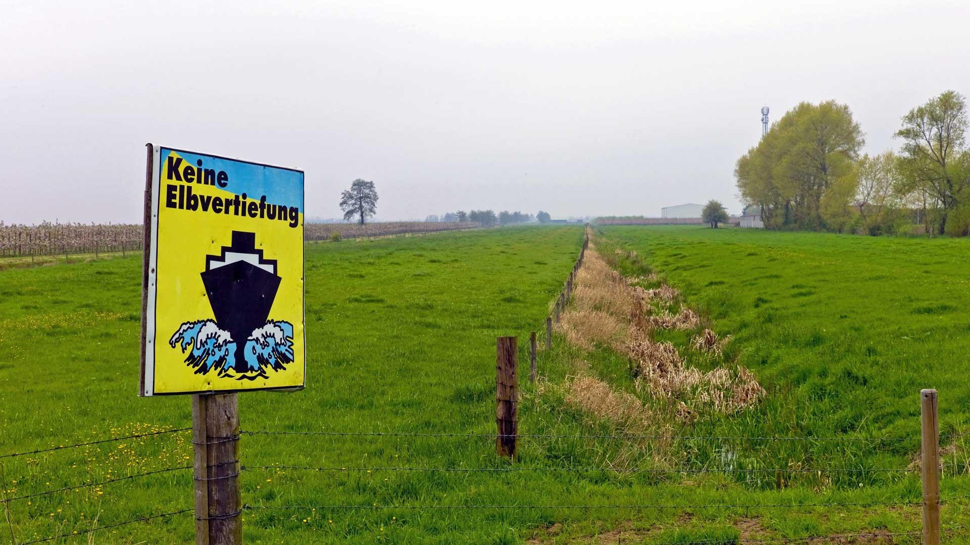 Schild gegen Elbvertiefung