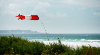 Windenergie: Windhose an der Küste