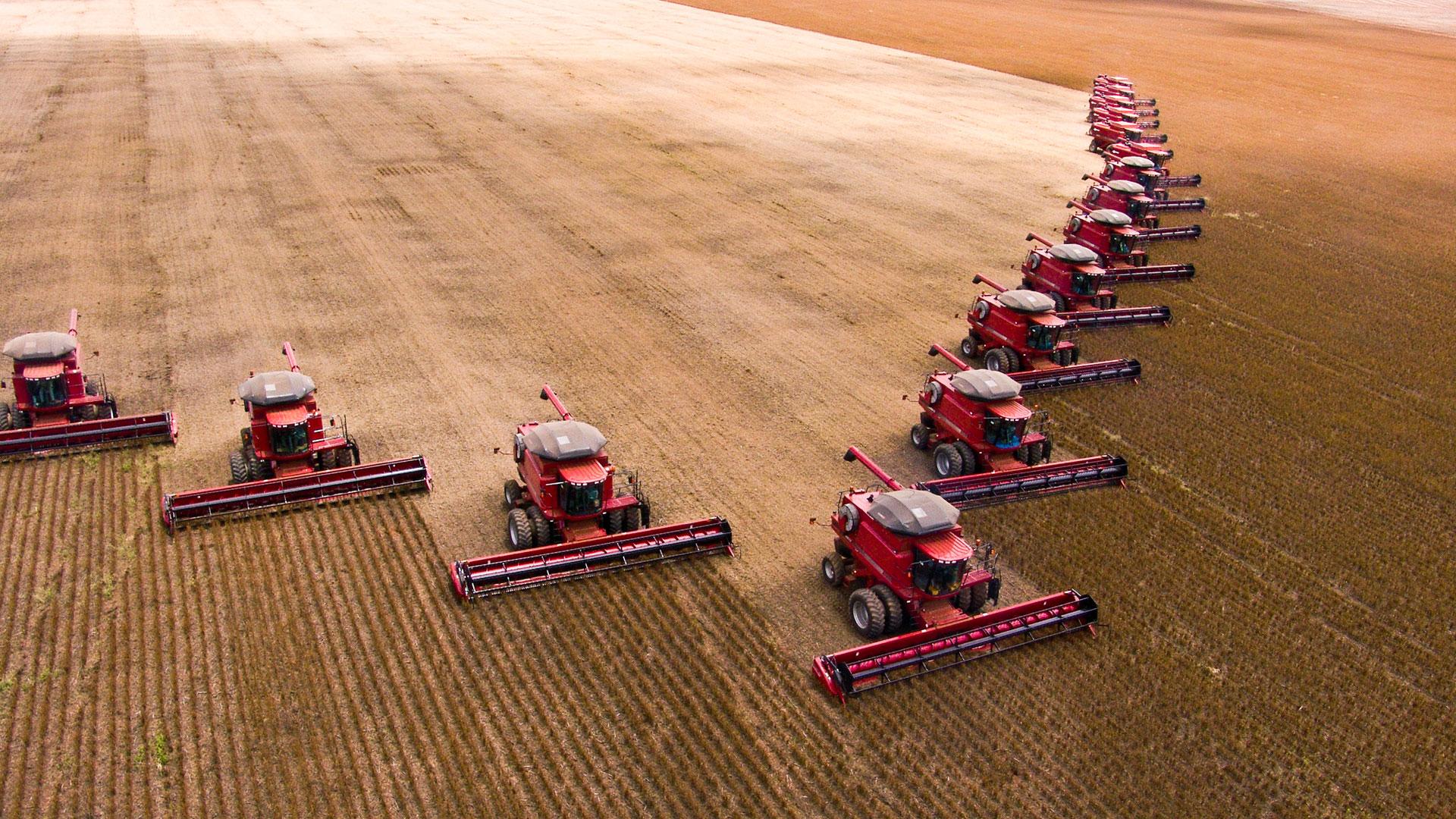 Cerrado: Schwere Traktoren beim Anbau von Soja