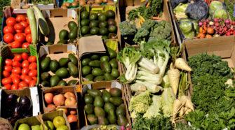 Ernährung: Gemüsestand auf dem Markt