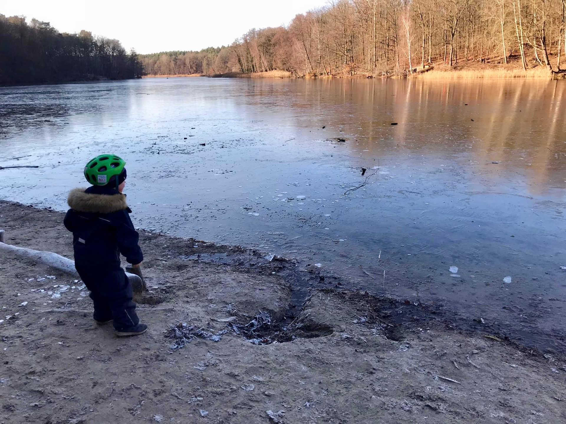 Winter4nature: Aktiv mit Kind am See
